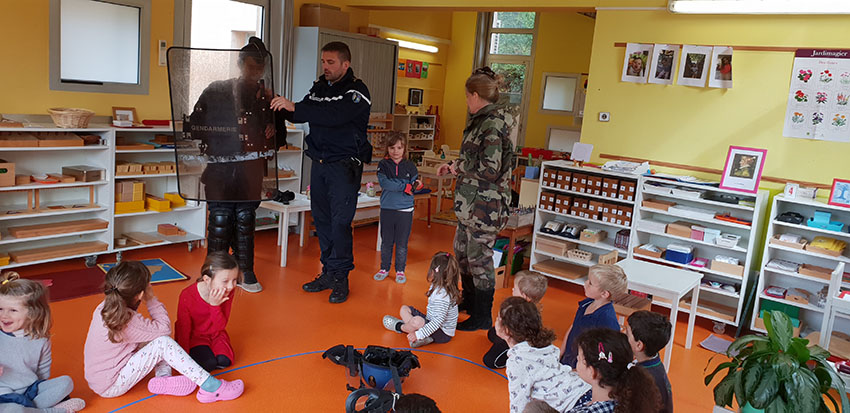 La gendarmerie d'Antibes et l'école Montessori d'Antibes